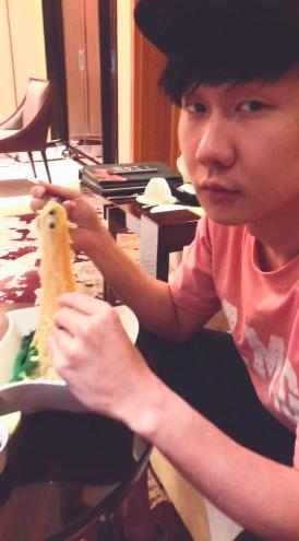 林俊杰吃泡面
