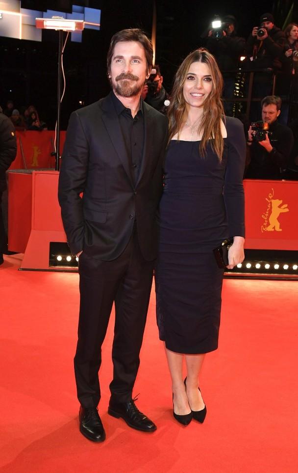 克里斯蒂安·贝尔与妻子Sibi现身电影节。
