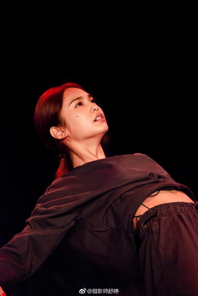 摄影师晒杨丞琳唯美舞蹈照 完全没修拍完惊艳了