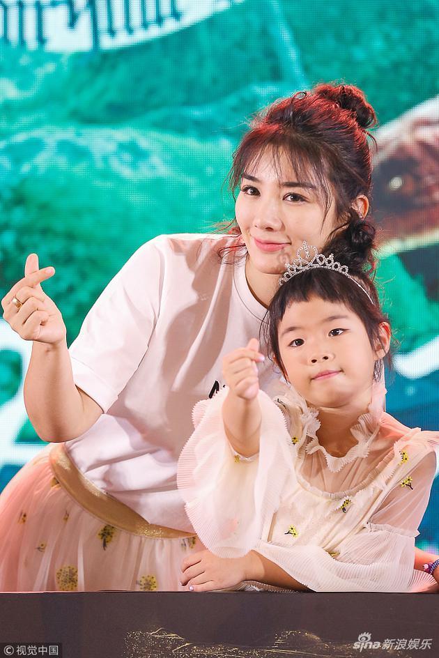 黄奕:女儿独立又敏感 喜欢扮演妈妈保护我