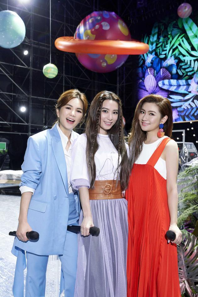 S.H.E在台北举办《十七》音乐会