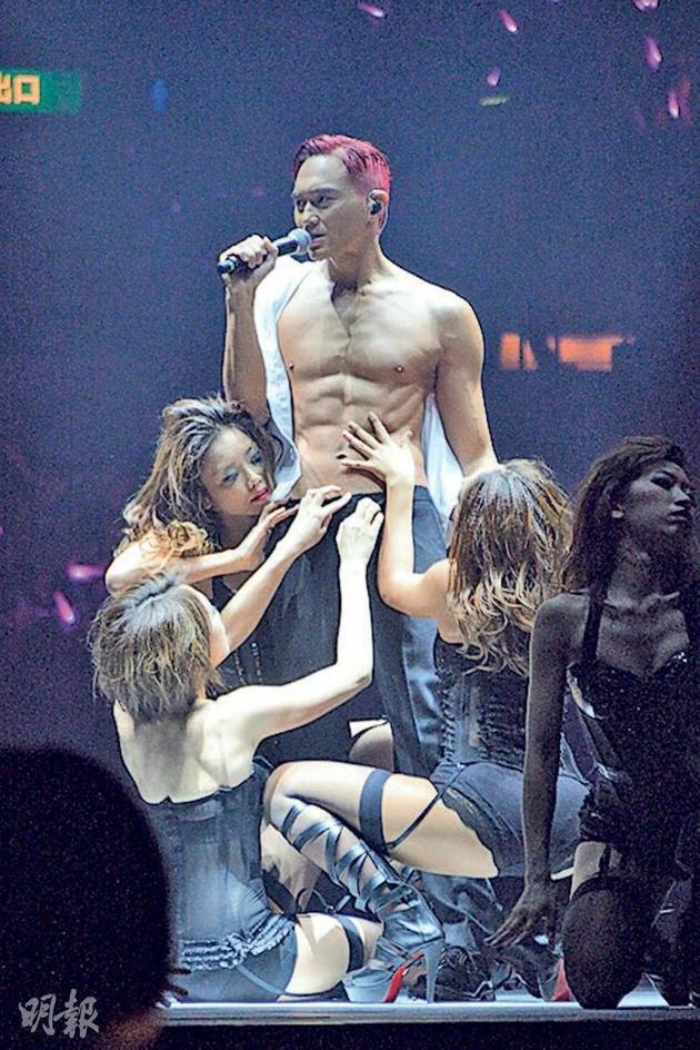 張智霖5年前在紅館開個唱,練出一身肌肉,不知道明年開演唱會會再次展現肌肉?
