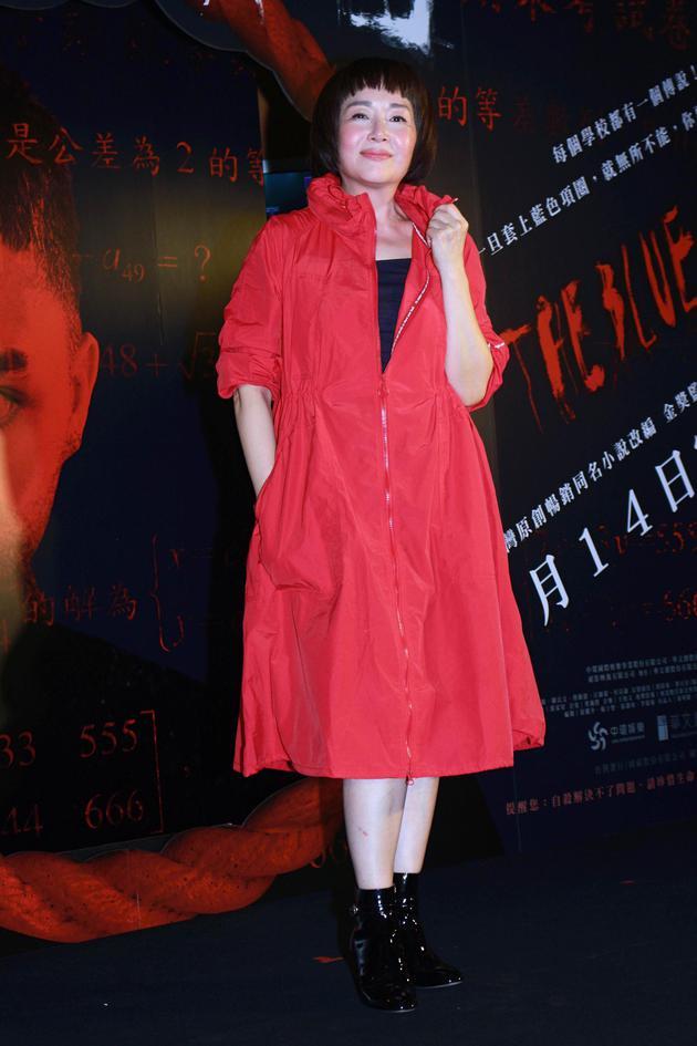 恬妞出席首映会