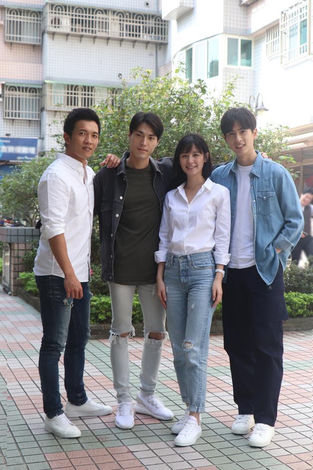黄尚禾(左起)、唐振刚、石知田、袁子芸与媒体餐叙