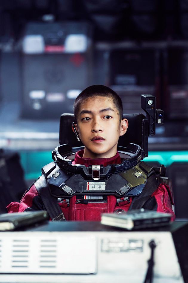 《流浪地球》演员屈楚萧