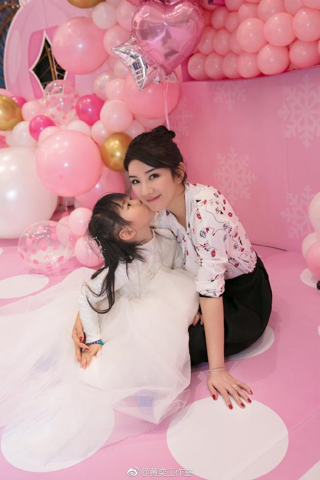 黄奕与女儿