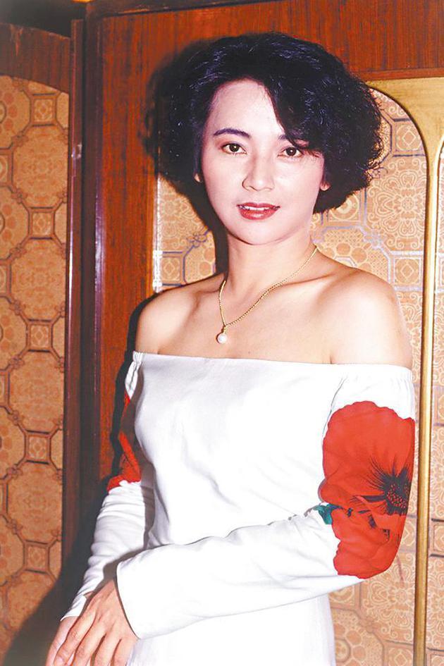 胡慧中80年代到香港發展,當時拍攝的《霸王花》系列,成爲她的代表作。