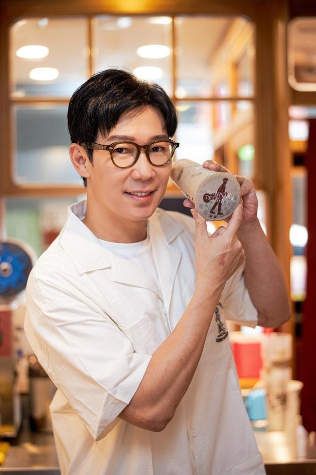 品冠为了主打歌《珍珠奶茶》与知名茶饮合作