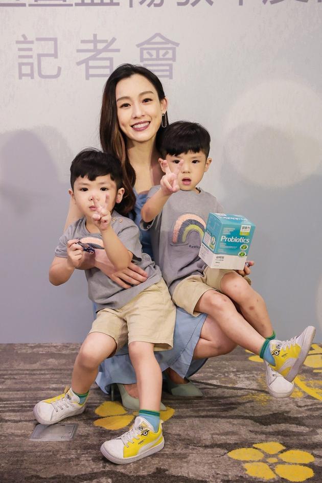 范玮琪自曝双胞胎遗传过敏体质 鼓励多运动抗敏