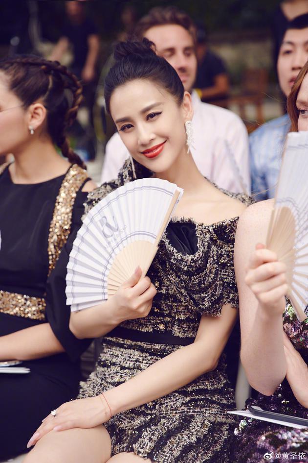 黄圣依否认嫌弃网友拍照:下次要选我美图发博哦