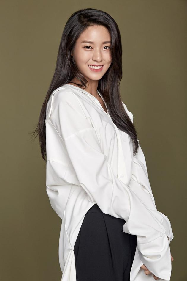 AOA金雪炫生日再捐款30万元 为青少年建立休息区