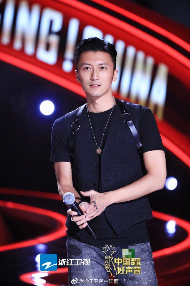 李宇春加盟《好声音》 谢霆锋调侃用好吃的抢学员