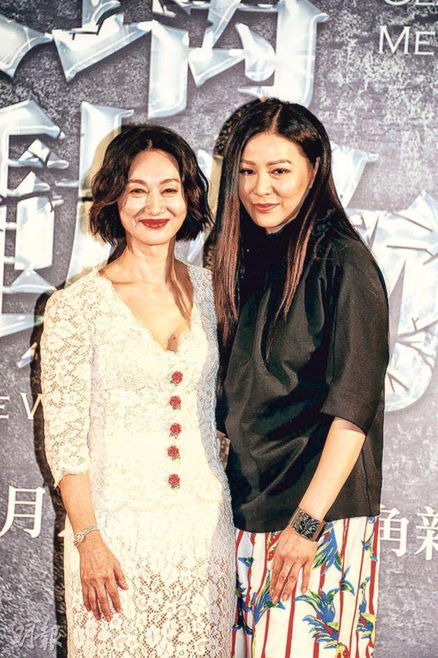 惠英红(左)与滕丽名在舞台剧《玻璃动物园》中饰演母女。