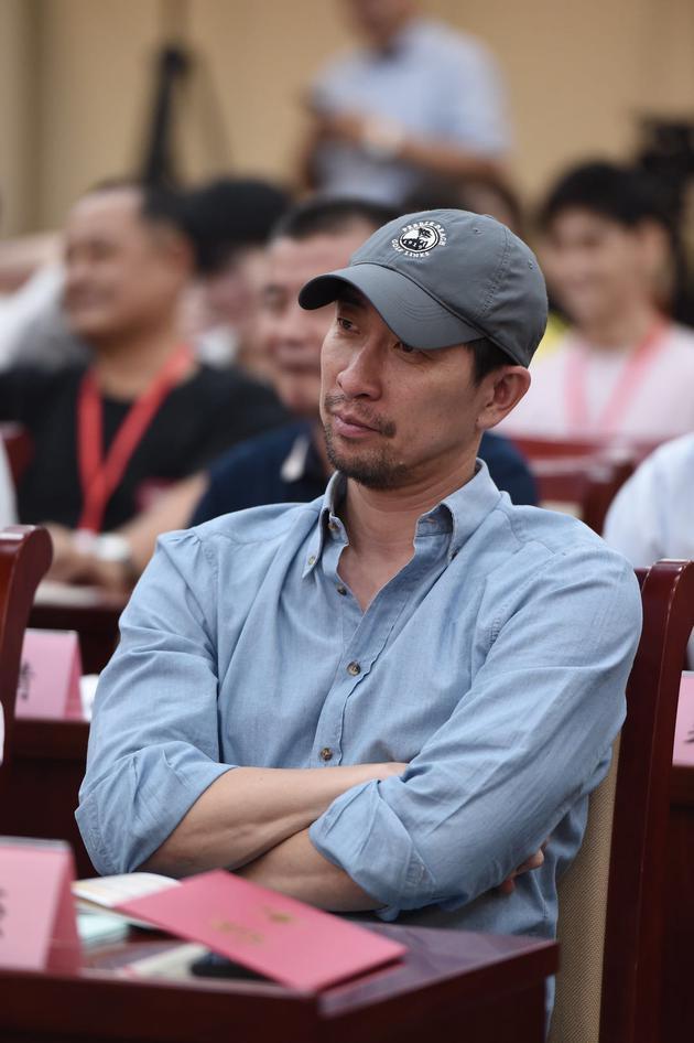 王千源独家回应高片酬:不需靠演戏之外的事成热点