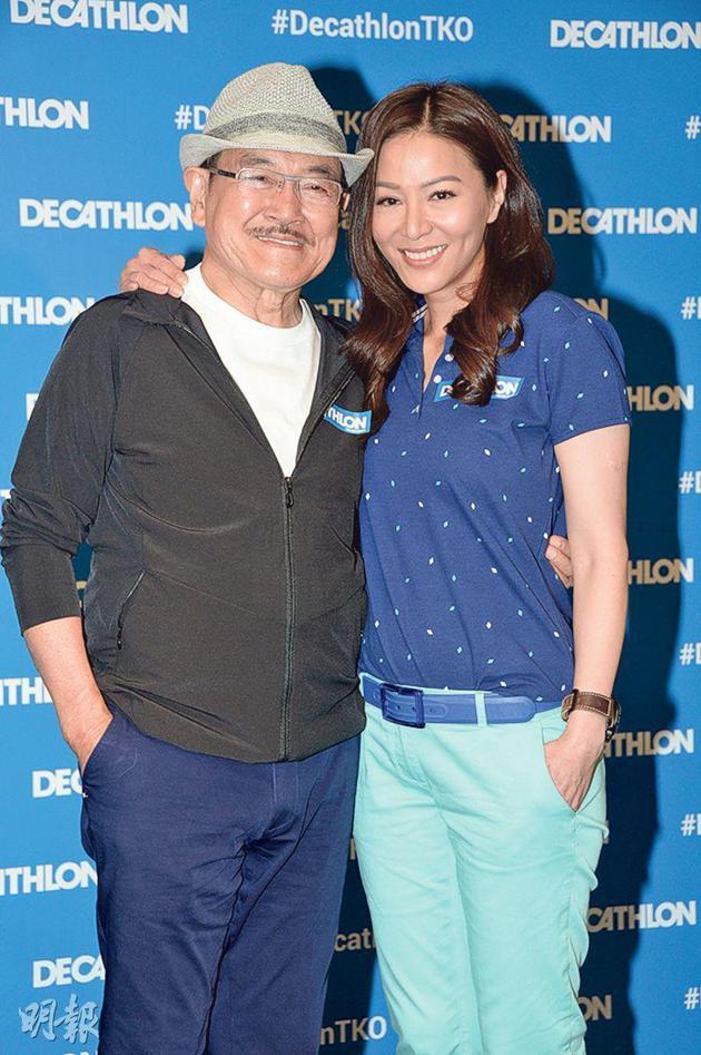 劉丹(左)笑著表示《愛?回家》傳出停拍,可能與滕麗名(右)受傷需要休息有關。