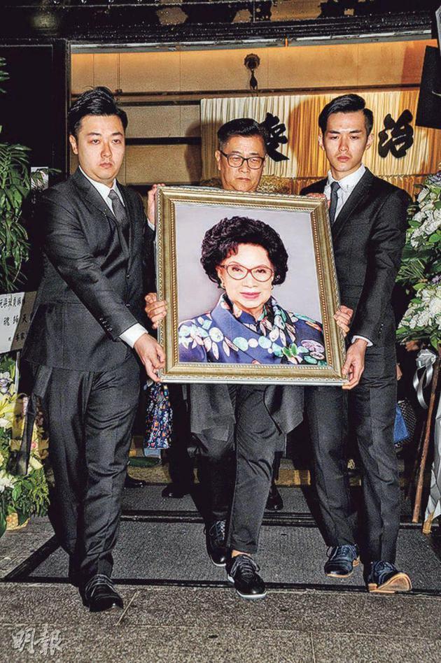 香港演员梁舜燕举殡遗体火化 儿孙悲痛送别