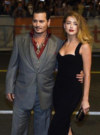 翰尼·德普(Johnny Depp)与前妻艾梅柏·希尔德(Amber Heard)