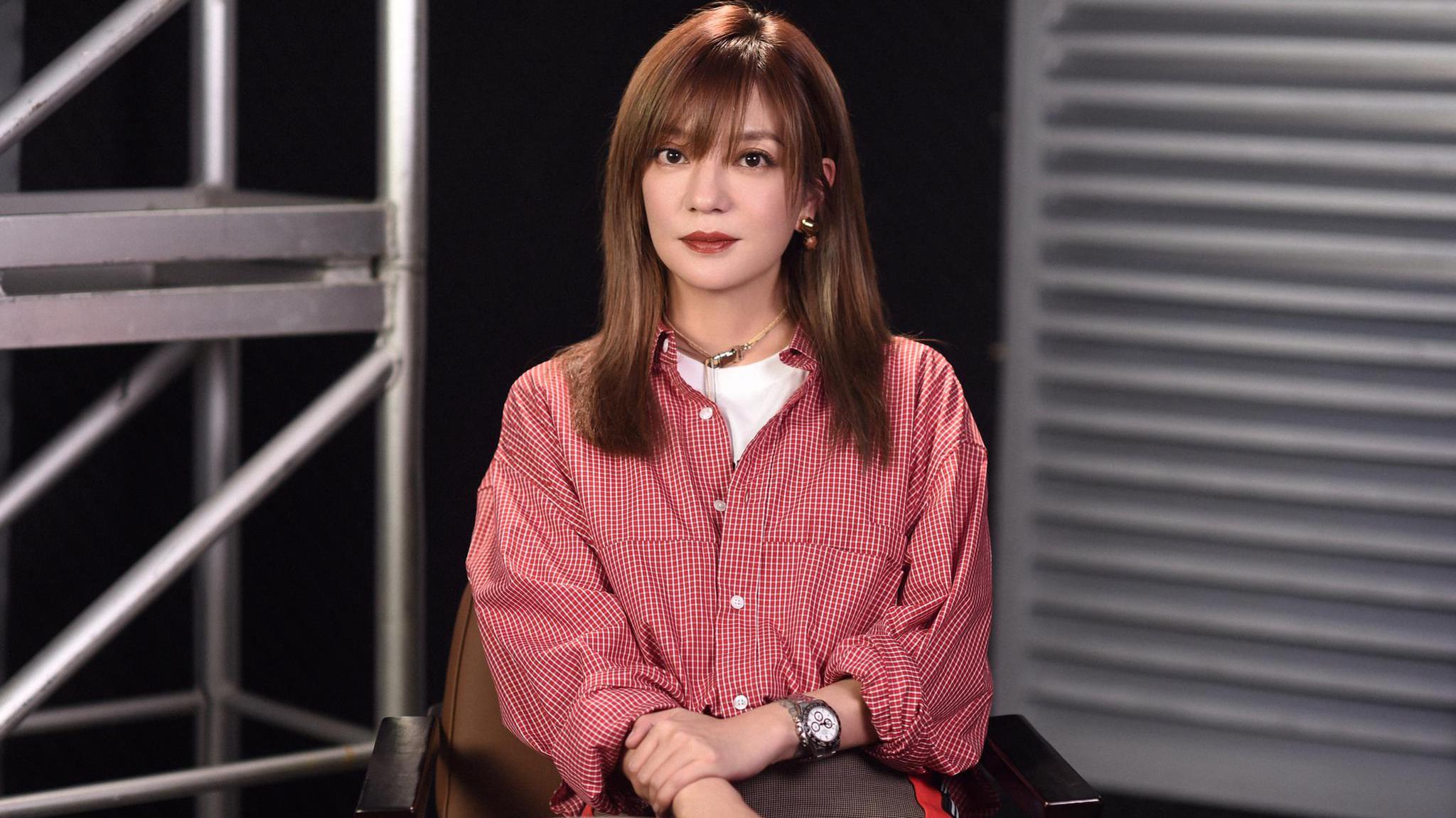 新浪娱乐专访赵薇 谈演员门槛变低直言竞争更激烈