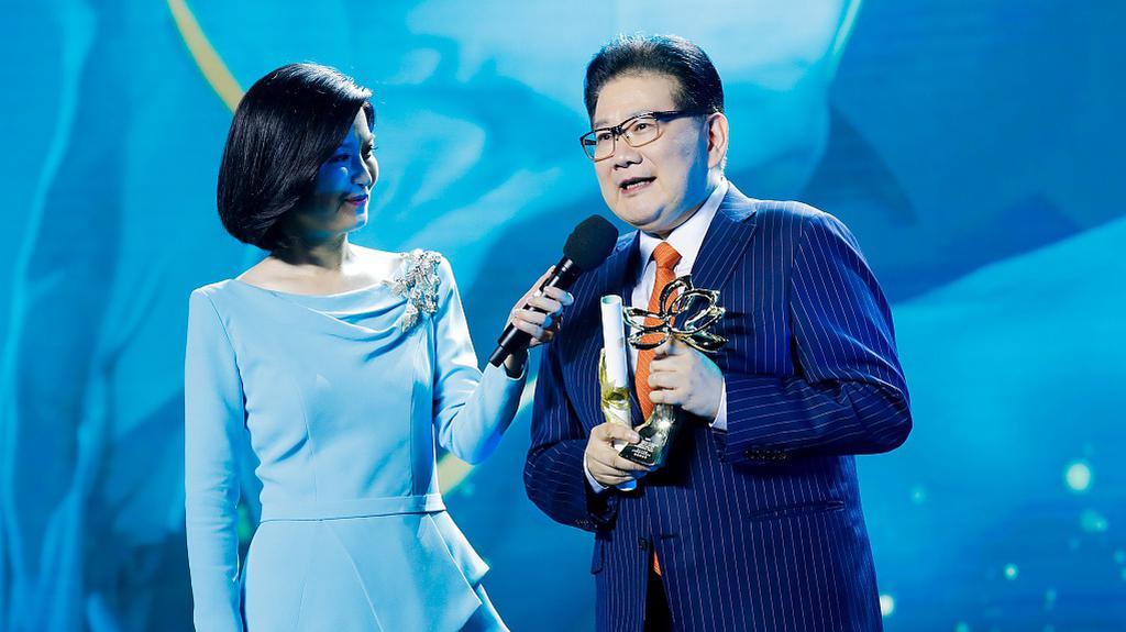 陈宝国获白玉兰视帝 借奖杯向维护民族尊严的前辈致敬
