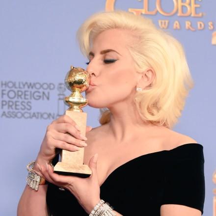 Lady Gaga曾获金球奖迷你剧/电视电影最佳女主角,这次凭《一个明星的诞生》首次提名金球影后