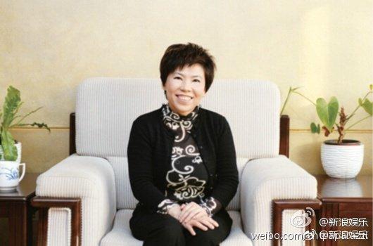 邓亚萍晒护照回应国籍争议:一直以来都是中国籍