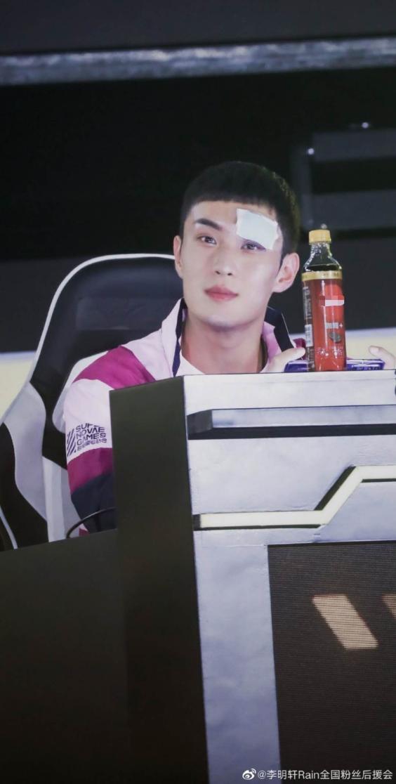 李明轩因伤缺席超新星多项目 伏地魔尽显吃鸡实力