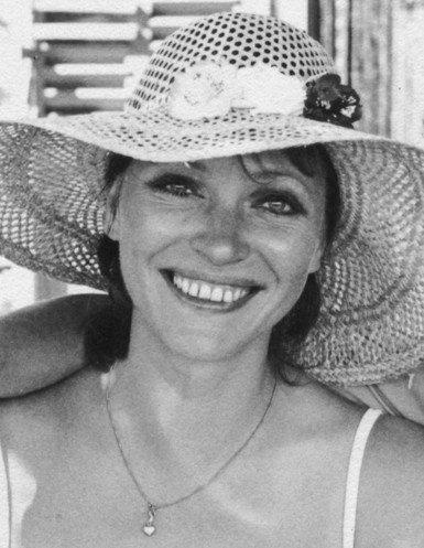 安娜·卡里娜去世享年79岁 曾获银熊奖最佳女演员