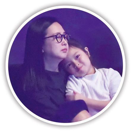 朱丽倩(左)与女儿刘向蕙农历新年跟刘德华回马来西亚拜年