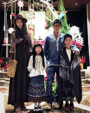 吴速玲和曹格婚后育有一对儿女。
