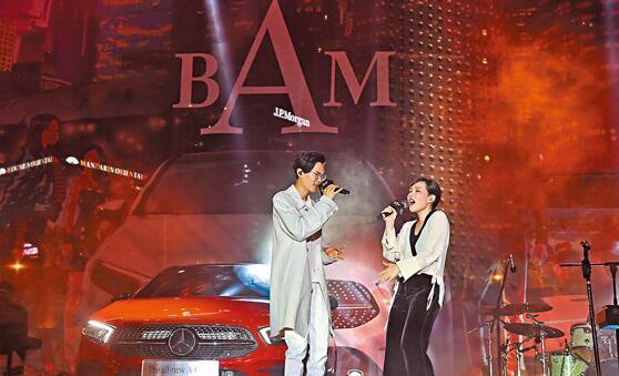 方大同与王诗安合作演出。