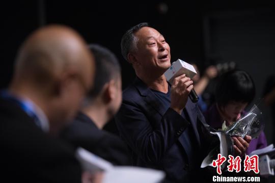 杜琪峰11日出席第二届平遥国际电影展首场大师班活动。 胡健 摄