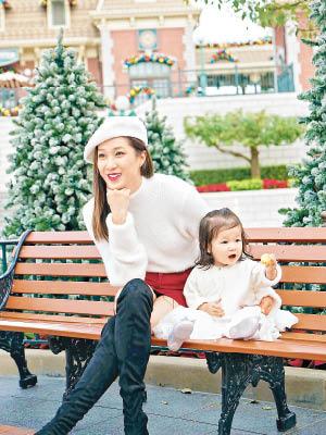 钟嘉欣与女儿Kelly