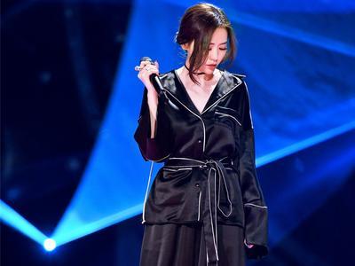 视频:《梦想的声音》张靓颖欧阳娜娜完美合作《天真有邪》