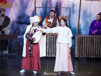 视频:《沧海一声笑》南侠之女江一燕和北侠之女鄂博展开了决斗