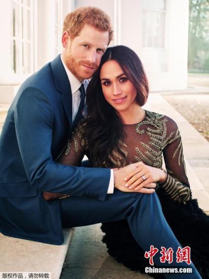 哈里王子与未婚妻梅根的在浮若阁摩尔宫拍摄的官方订婚照。