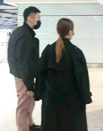 网友在伦敦机场偶遇李荣浩杨丞琳