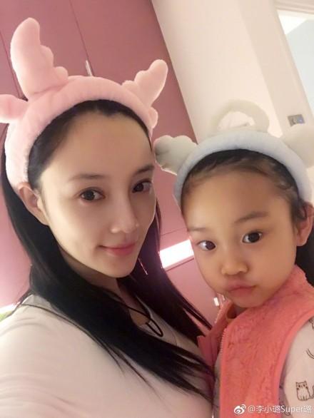 李小璐与女儿