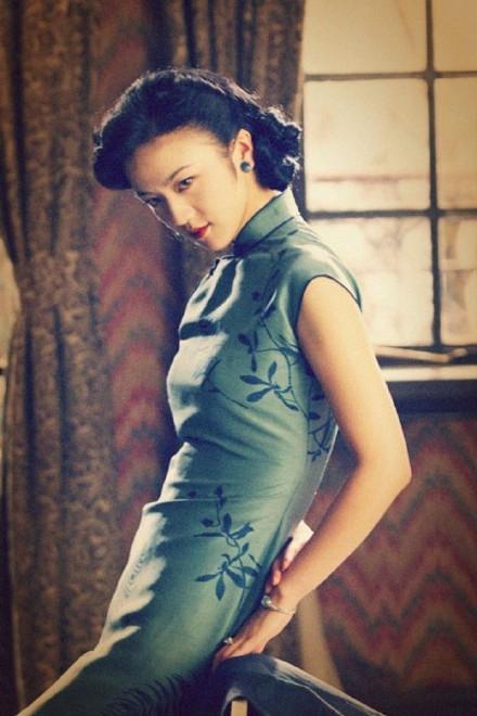 女明星汤唯艺术照_而他在新片《我的刁蛮女明星》中与王乐妍对戏,却被笑内心住着女孩儿