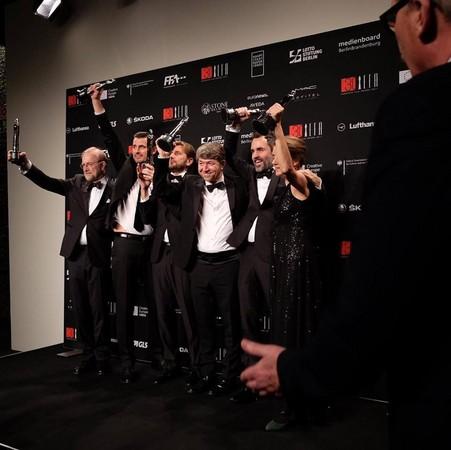 《自由广场》夺六项大奖