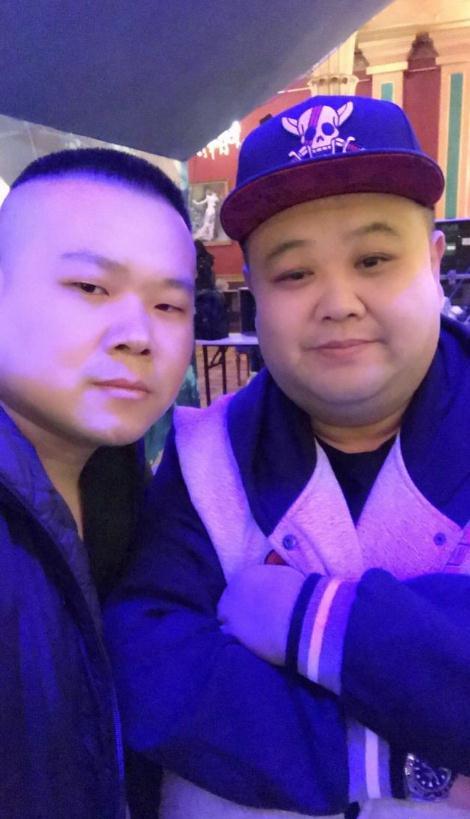 岳云鹏与孙越合照被网友玩坏了被P成各种画风十分滑稽