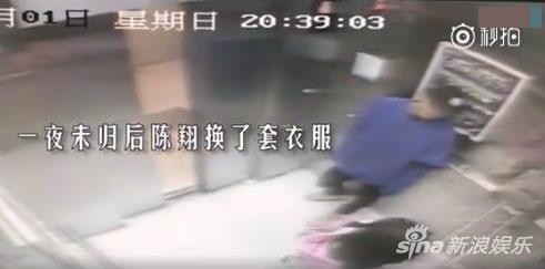 陈翔、江铠同出现在电梯中