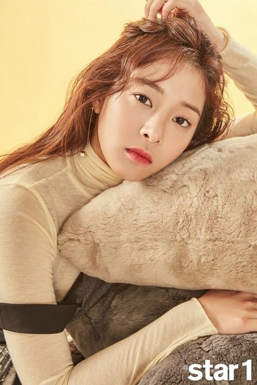 新浪娱乐讯 韩国女艺人薛仁雅近日拍摄一组杂志写真,大秀完美比例