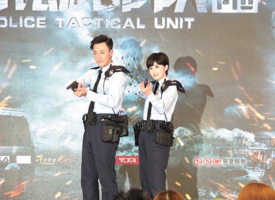 林�o和蔡卓妍穿上PTU制服