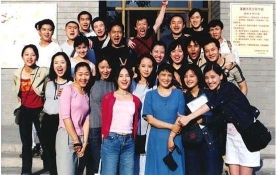 北京电影学院96级合照,赵薇、黄晓明在列