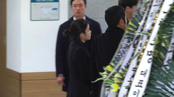 IU在商演上泪崩,哭着唱《你的意义》