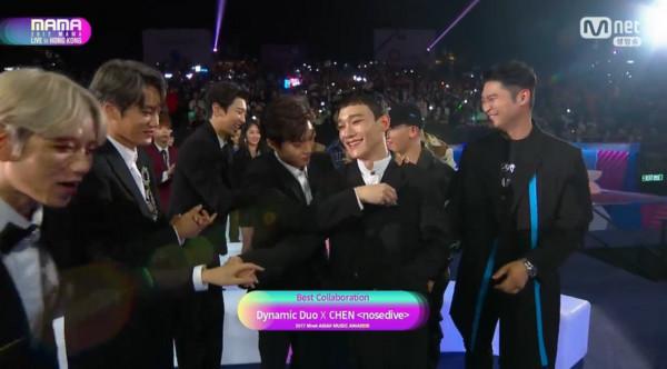 2017MAMA最佳合作表演奖由EXO Chen、Dynamic Duo获得。
