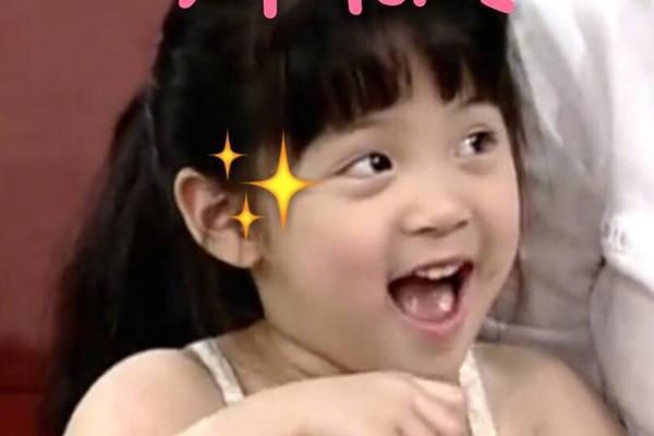 组图:欧阳娜娜晒可爱童年照 圆脸胖嘟嘟从小美到大