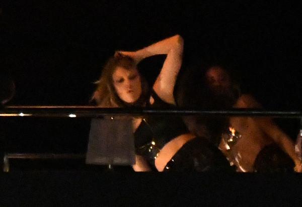 泰勒投入MV拍摄,在镜头前劲歌热舞