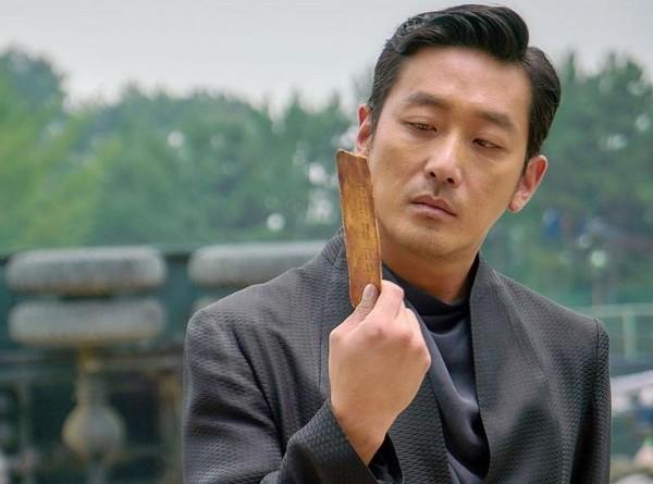 fantagio曾一手捧红《与神同行》演员河正宇,双方在2016年终止12年合作。