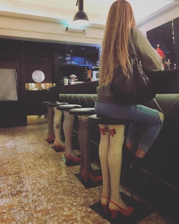 哈卷乐队键盘手上传Sjana在悉尼一家酒吧的照片